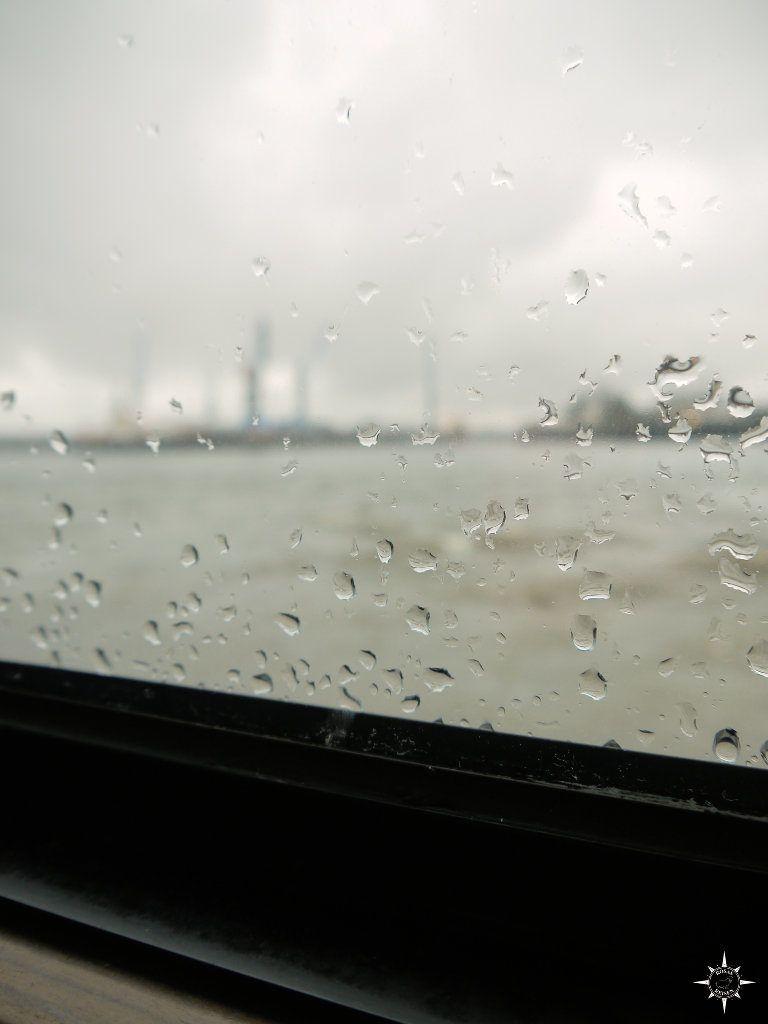 P11Hamburg im Regen, Blick von der Fähre 72